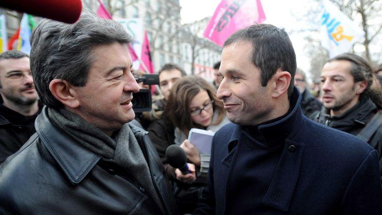 Jean-Luc Mélenchon et Benoit Hamon(alors porte parole du parti socialiste)assistent à une manifestation contre les suppressions d'emploisà Paris le 21 janvier 2010. (CHAMUSSY/SIPA)