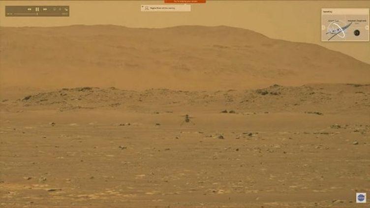 """L'hélicoptère""""Ingenuity"""" lors de son vol sur Mars, le 19 avril 2021. (NASA)"""