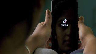 L'application TikTok revendique 800 millions d'utilisateurs mensuels à travers le monde. (MANJUNATH KIRAN / AFP)