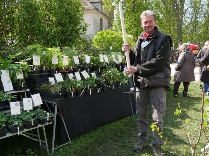Laurent Ollivier, les Jardins d'Ollivier, à Saint-Vrain, dans l'Essonne. (ISABELLE MORAND / RADIO FRANCE)