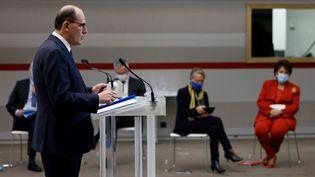 Le Premier ministre, Jean Castex, donne une conférence de presse en présence de plusieurs ministres, le 14 janvier 2020 à Paris. (THOMAS COEX / AFP)