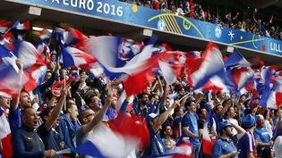 Les supporters français durant le match Suisse-France à Lille, le 19 juin 2016. (MAXPPP)