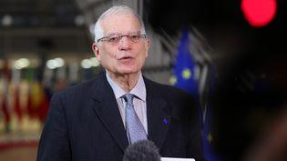 Le chef de la diplomatie européenne Josep Borrell lors d'une allocution à la presse, le 25 janvier 2021 à Bruxelles (Belgique). (DURSUN AYDEMIR / ANADOLU AGENCY / AFP)