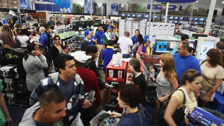 Les rayons d'un magasin Best Buy, à Naples, en Floride (Etats-Unis), le 25 novembre 2011. (SPENCER PLATT / GETTY IMAGES)