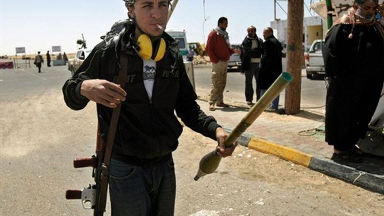 Les rebelles résistent aux forces du régime libyen, à Misrata, le 23 avril 2011. (AFP - Marwan Naamani)