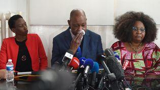 La soeur et les parents de Naomi Musenga, morte le 29 décembre après avoir été raillée par deux opératrices du Samu, tiennent une conférence de presse au cabinet de leur avocat, à Strasbourg (Bas-Rhin), le 10 mai 2018. (FREDERICK FLORIN / AFP)