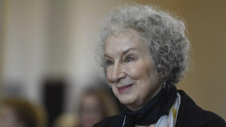 """L'écrivaine canadienne Margaret Atwood, auteur du célèbre """"La servante écarlate"""", à la cérémonie de remise du prix Franz Kafka, le 17 octobre 2017.  (MICHAL CIZEK / AFP)"""