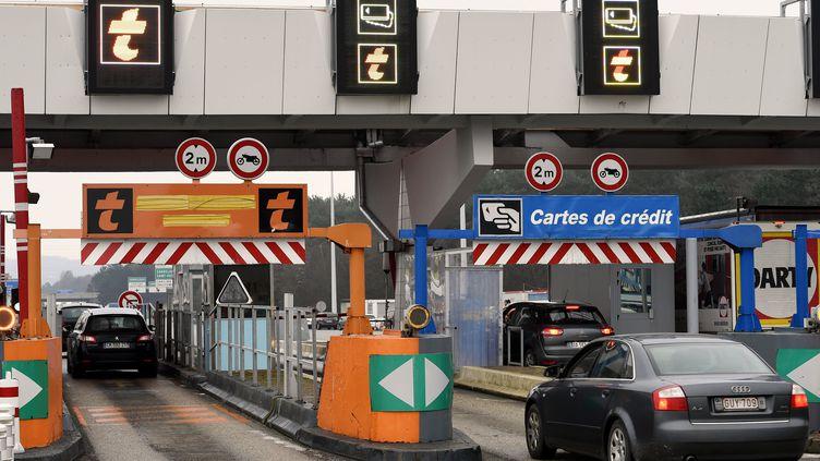 La station de péage de Saint-Avold (Moselle), sur l'autoroute A4, en janvier 2015. (Photo d'illustration) (MAXPPP)