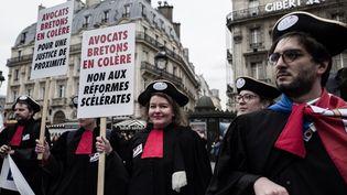 Des avocats manifestent à Paris, le 15 janvier 2019, contre la réforme de la justice. (PHILIPPE LOPEZ / AFP)