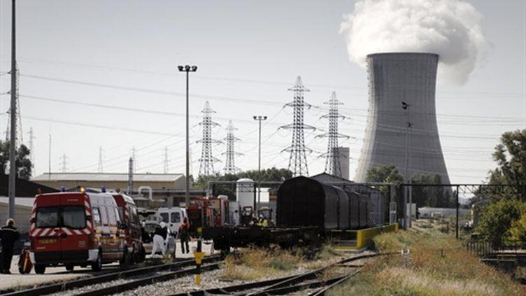 La centrale française du Tricastin lors d'une simulation d'exercice de fuite radioactive, le 28 septembre 2010. (AFP PHOTO / JEAN-PHILIPPE KSIAZEK)