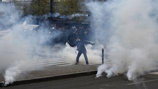 Un manifestant contre la loi Travail à Rennes (Ille-et-Vilaine), le 28 avril 2016. (DAMIEN MEYER / AFP)
