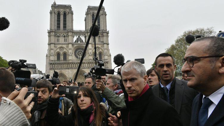 Franck Riester, ministre de la Culture Paris,devant Notre-Dame de Paris après l'incendie de la cathédrale,le 15 avril 2019. (FRANCK DUBRAY / MAXPPP)