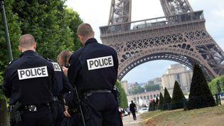 """Ces individus interpellés sont soupçonnés d'avoir tenté de""""préparer un passage à l'acte violent, à brève échéance, susceptible de viser les forces de sécurité"""". (EMILIEN CANCET / AFP)"""