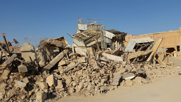 Ce qu'il reste de la gare d'Al Qaim, à la frontière irako--syrienne, détruite par les frappes alliées qui voulaient en chasser Daesh. (FRANCK COGNARD / RADIO FRANCE)
