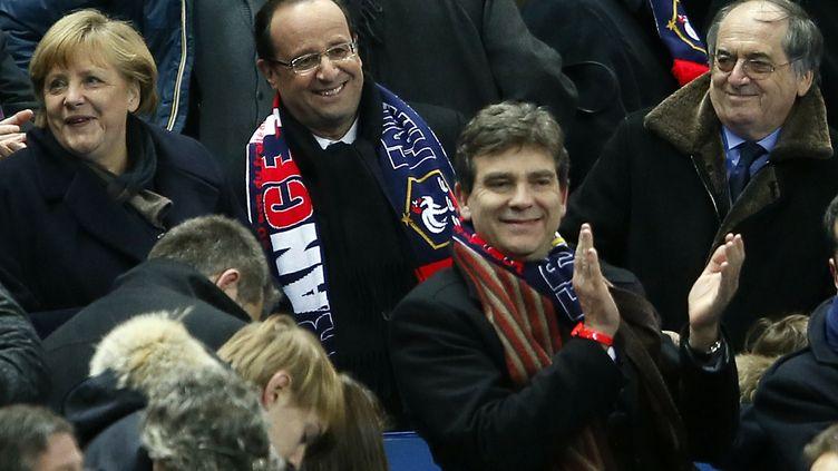Le président de la République, François Hollande (au centre), et le président de la Fédération française de football, Noël Le Graët (à droite), le 6 février 2013 au Stade de France à Saint-Denis (Seine-Saint-Denis). (PATRICK KOVARIK / AFP)