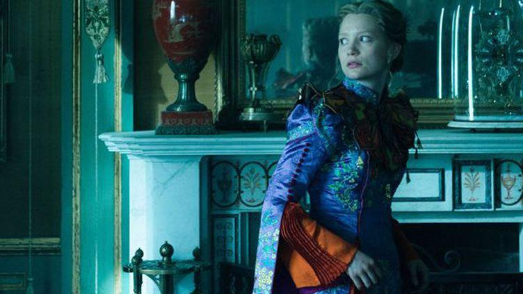 """Mia Wasikowska dans """"Alice de l'autre côté du miroir"""" de James Bobin  (The Walt Disney Company France )"""
