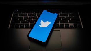 Le compte Twitter de l'assaillant de Conflans-Sainte-Honorine avait été signalé à plusieurs reprises. (Photo d'illustration) (JAKUB PORZYCKI / NURPHOTO / AFP)