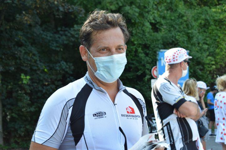 Thomas est monté en VTT pour observer les coureurs.