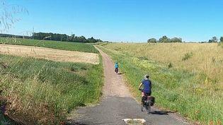 Les cyclistes peuvent profiter d'un bel itinéraire cyclotouristique de 900 kilomètres, qui se trouve sur les bords de la Loire. (CAPTURE ECRAN FRANCE 2)