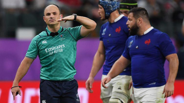 L'arbitre sud-africain Jaco Peyper lors du quart de finale du mondial de rugby Galles-France, le 20 octobre 2019, à Oita (Japon). (CHARLY TRIBALLEAU / AFP)