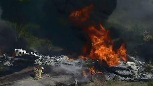 C'est un miracle qui semble s'être produit à Houston, au Texas (États-Unis). Après avoir décollé, un avion a subi un accident spectaculaire. Les 21 personnes à bord ont toutes survécu. (CAPTURE ECRAN FRANCE 3)