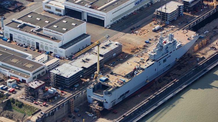 (La construction du porte-hélicoptères Mistral à Saint-Nazaire © Maxppp)