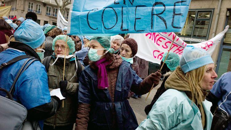 Grève d'infirmières en mars 2010 à Lyon (JEAN-PHILIPPE KSIAZEK / AFP)