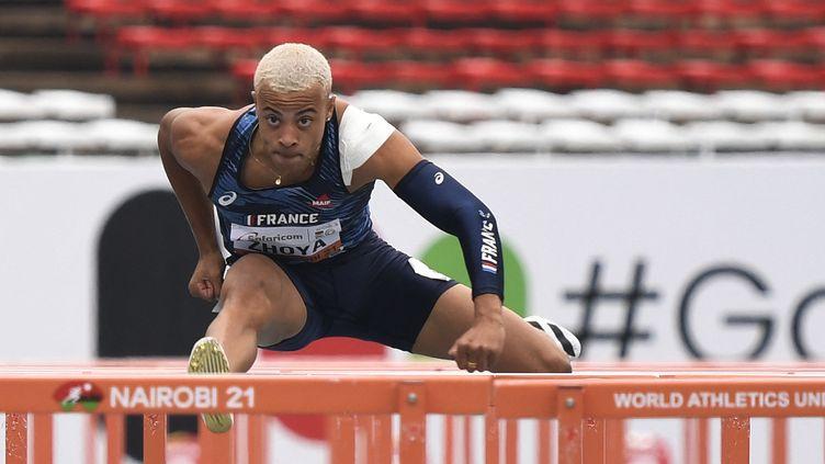 Le Français Sasha Zhoyas'est emparé de la meilleure marque de l'histoire chez les juniors, vendredi 20 août aux Mondiaux de Nairobi. (TONY KARUMBA / AFP)