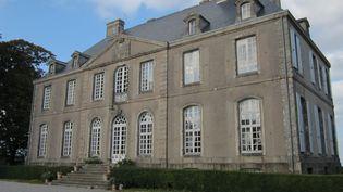 """LeChâteau de Carneville, bâtisse du XVIIIe siècle, a été acquis en 2012 par Guillaule Garbe alors agé de 20 ans. Il est aujourd'hui dans la liste des 18 monuments en péril concernés par le """"Loto Patrimoine"""" de Stéphane Bern.  (DR)"""