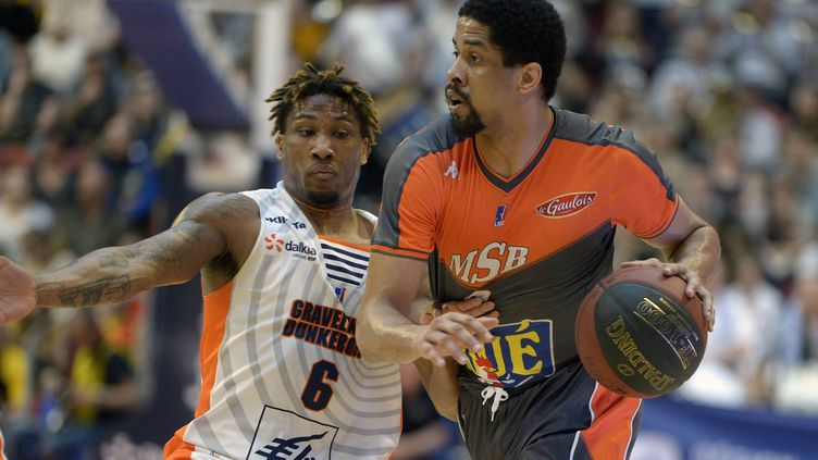 Tywain McKee (Le Mans) face à Andrew Albicy (Gravelines) (DANIEL FOURAY / MAXPPP)