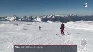 Des skieurs sur les pistes des Deux Alpes. (France 2)