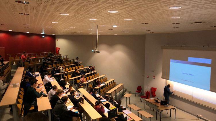 L'année prochaine, les universités pourraient assurer moins de cours physique et conserver une partie des enseignements à distance. (photo d'illustration) (MACIPSA AÏT / FRANCE-BLEU HAUTE-NORMANDIE)