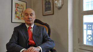 L'écrivain Gabriel Matzneff à son domicile à Paris, le 1er janvier 2009. (MARC CHARUEL / AFP)
