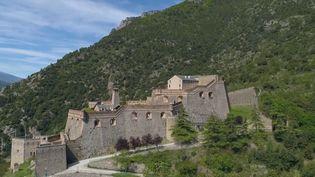 Le Fort Libéria est un des lieux symboliques des Pyrénées-Orientales. De nombreux touristes ont choisi de s'y rendre vendredi 21 mai puis de profiter d'un week-end agréable dans les environs, logés chez des chambres d'hôtes qui font découvrir les plats locaux. (CAPTURE ECRAN FRANCE 3)