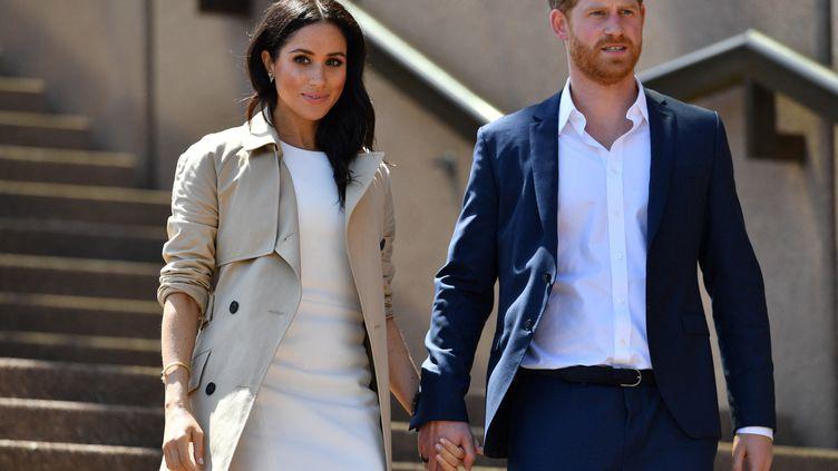 Meghan Markle et son époux, le prince Harry, lors d'une visite à l'Opéra de Sydney (Australie), le 16 octobre 2018. (SAEED KHAN / AFP)