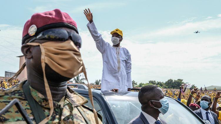 Le président guinéen Alpha Condé (au centre), lors d'un meeting de campagne organisé à Conakry, le 16 octobre 2020. (EDDY PETERS / XINHUA / AFP)