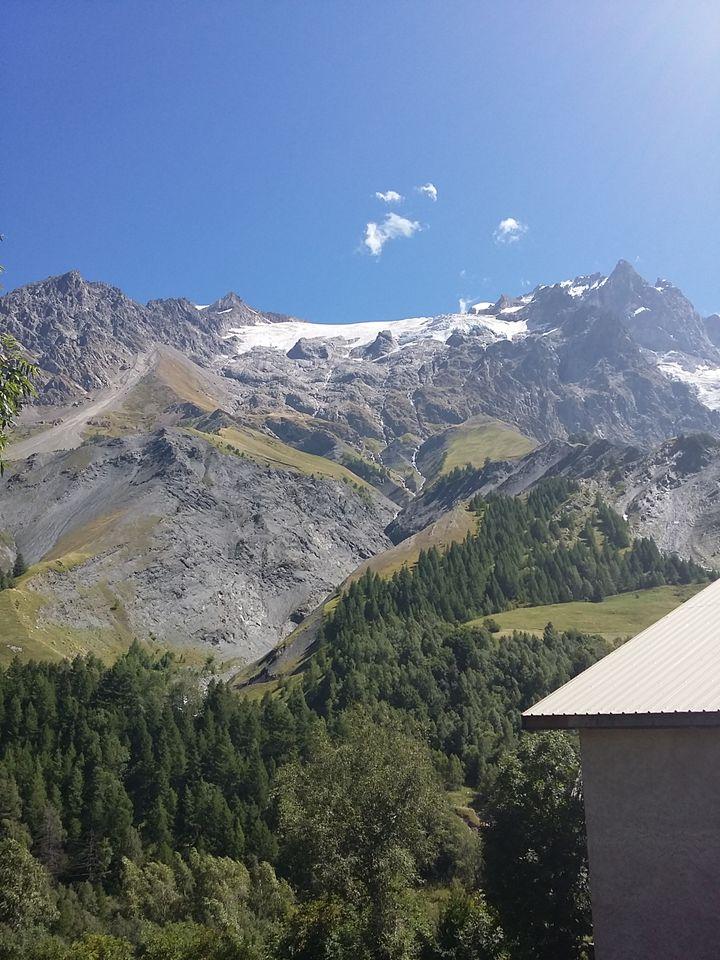 (Vu du village de la Grave sur glaciers de la Meije. © France Info / Rémi Ink)