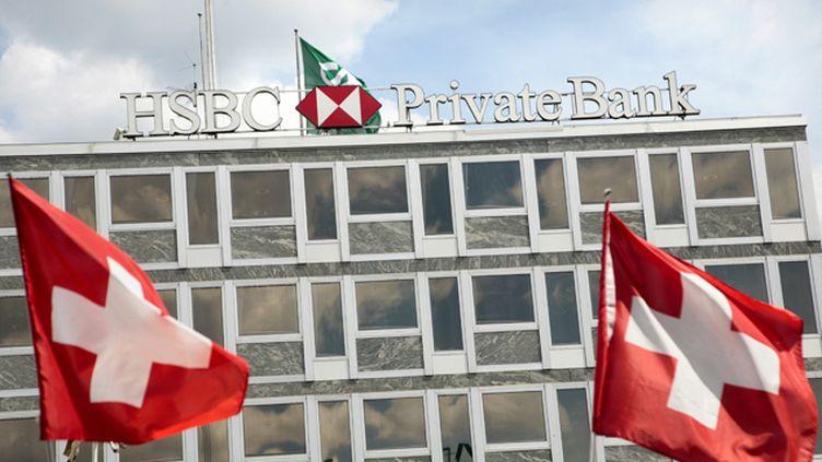 (Des perquisitions étaient en cours au siège de la banque, à Genève en Suisse. © Maxppp)