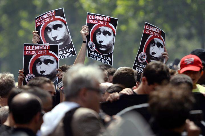 Manifestation à Paris samedi 8 juin 2013 en hommage à Clément Méric, antifa mort dans une rixe avec des militants d'extrême droite. (LIONEL BONAVENTURE / AFP)