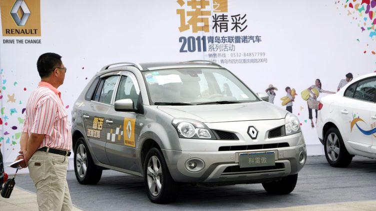 Une Renault Koleos, lors d'un salon de l'automobile àQingdao, dans la province de Shandong(Chine), le 17 septembre 2011. (HUANG JIEXIAN / IMAGINECHINA / AFP)