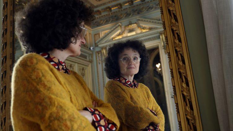 """La romancière Marie-Hélène Lafon à Barcelone pour présenter son livre """"Nos vies"""", en mars 2020 (TONI ALBIR / EFE)"""