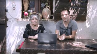 La comédienne Brigitte Bardot et l'humoriste Rémi Gaillard, dans une vidéo dénonçant la souffrance animale publiée lundi 21 mai 2018. (FONDATION BB / YOUTUBE)
