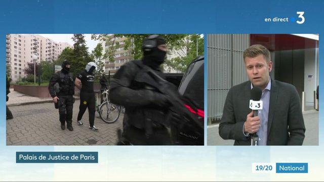 Attaque au couteau à Paris : deux jeunes filles interpellées, Hakim A. déféré