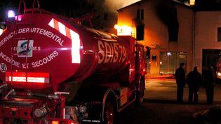 Un camion de la SDIS 79 en intervention sur un incendie, le 15 décembre 2003. (MAXPPP)