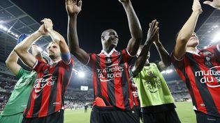 La joie des joueurs niçois, après une victoire contre l'OM dans leur stade de l'Allianz Riviera, le 11 septembre 2016. (VALERY HACHE / AFP)
