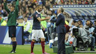 Karim Benzema et Didier Deschamps lors du match France-Portugal, le 11 octobre 2014 au Stade de France. (JEAN MARIE HERVIO / DPPI MEDIA)