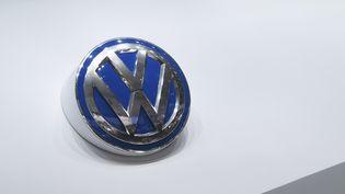 Le logo du constructeur automobile allemand Volkswagen. (CHRISTOPHE LEHENAFF / PHOTONONSTOP /AFP)