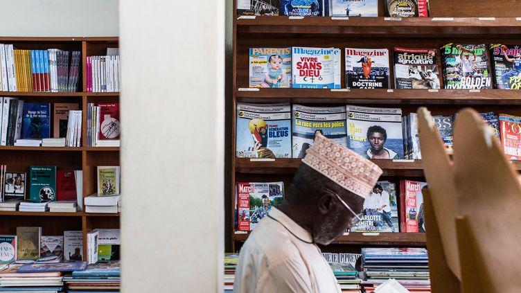 Magazines français exposés dans une bibliothèque du centre-ville de Kigali (2 août 2018). Le Rwanda a tourné le dos au monde francophone en choisissant l'anglais comme langue d'enseignement il y a plus de dix ans. (JACQUES NKINZINGABO / AFP)