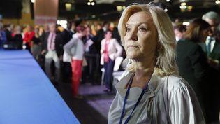 """Anne Méaux, la """"spin doctor"""" de François Fillon, le 9 avril dernier, au pied de la tribune où le candidat des Républicains va prendre la parole pendant un meeting. (GETTY IMAGES)"""