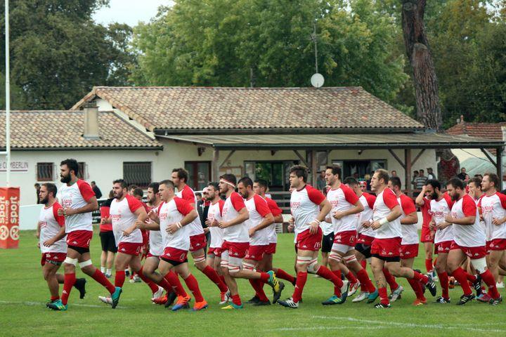 Les joueurs du Stade Langonnais à l'échauffement, dans leur stade Comberlin (PICASA)
